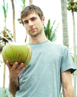 How coconut oil helps lose weight and reduce belly fat